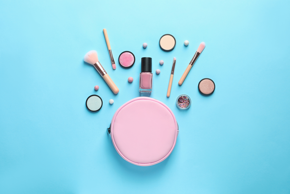 5 Beauty Essentials You Should Never Leave Home Without | Burst Makeup Brushes